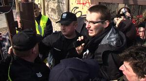 Walczą o squat Policja użyła gazu