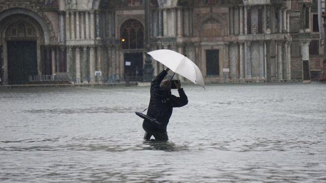 """""""Acqua alta"""" w Wenecji.  Woda wdarła się do Bazyliki św. Marka"""