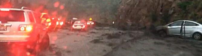 Rzeka błota porywała samochody