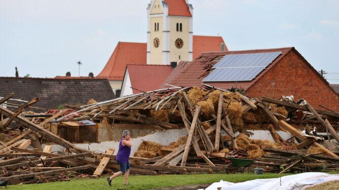 Gradobicia, powodzie i pożary w Niemczech. Dwie osoby rażone piorunem